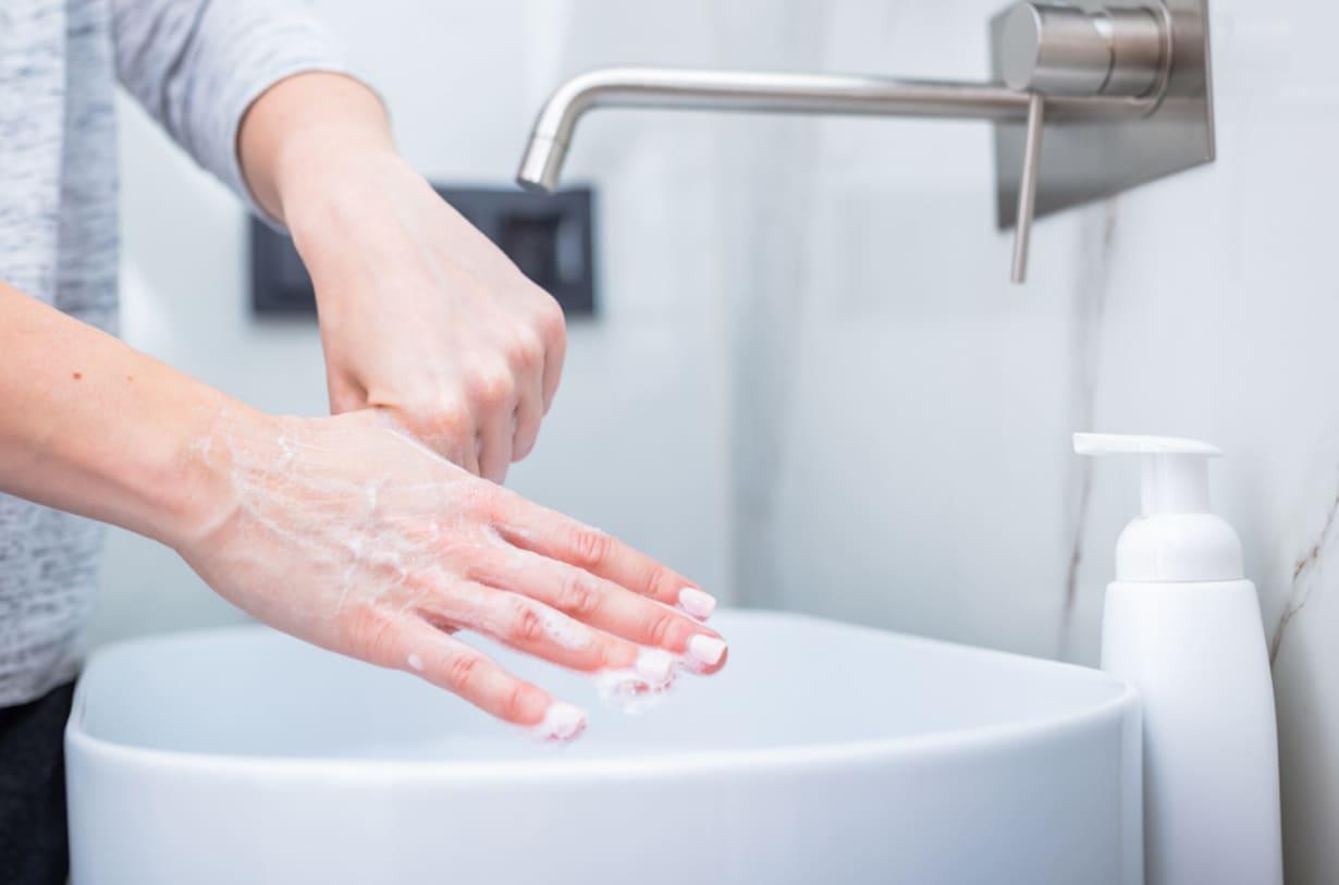 lavarsi le mani durante coronavirus italia